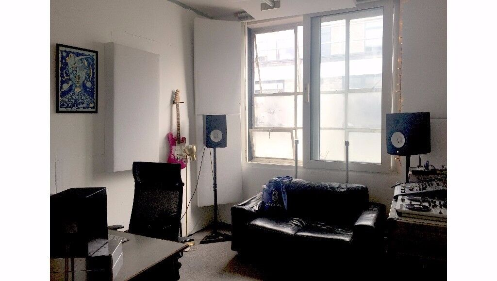 Acoustically Treated Music Studio / Production Room For Rental in London Fields