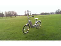 ELECTRIC BIKE! + FREE GIFT, Bicycle in excellent Working Condition! Negotiable price.