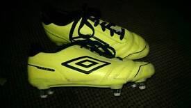 Dunlop boys neon soccer shoes size 2