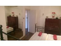 PERFECT DOUBLE ROOM FOR HAPPY COUPLES IN CENTRAL CAMDEN TOWN NEXT TO THE TUBE STATION. 100C