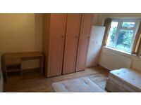 AMAZING AND VERY BIG TWIN ROOM TO SHARE WITH A FRIEND 2 MIN WALK FROM STOCKWELL STATION//14J