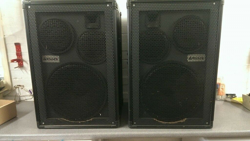 Artiste disco speakers with bass bins