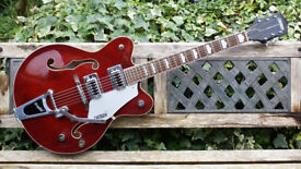 Mint Condition 2013 Gretsch Electromatic G5422T Guitar Deep Wine Red & Hard Case