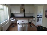 LOVELY FURNISHED DOUBLE ROOM, PROFESSIONAL & QUIET SHARED HOUSE, ALL BILLS & FAST WIFI INCLUDED