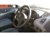 Automatic 2004 Nissan Almera Tino