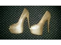Gold high heel, size 5, sparkly