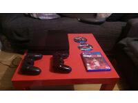 Playstation 500G, 3 games, 2 wireless controllers