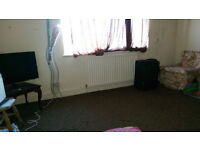 A SINGLE BED ROOM(next to bury park, all bills included) FROM 18TH DECEMBER