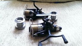 DAIWA TOURNAMENT LINEAR S 5000 BAITRUNNER REELS BRAND NEW + SPARE SPOOLS AND FOX CAMO LINE