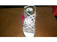 BRAND NEW LADIES SHOES SIZE 4