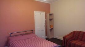 1 Very Large Double Suitable for couples, Near Smithdown Rd, L15