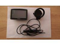 Tom tom XL Canada 310 sat nav GPS ( satellite navigator ) with car charger USB
