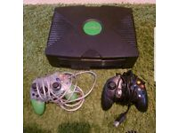 Original black Microsoft XBOX including leads