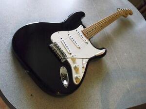 fender stratocaster noir avec maple neck one piece rechercher