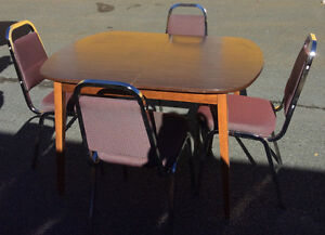 Table & 4 CHAIRS ! ONLY $ 80 Delivery Available