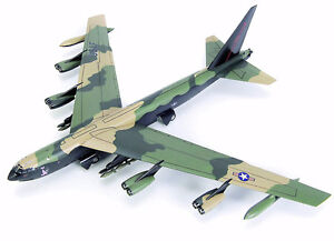 Tamiya 1/100 Boeing B-52D Stratofortress Airplane limited editio