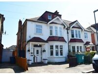 Stunning Large Furnished En-suite Double room available £ 650 / MONTH – HARROW WEALD