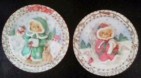 Cherished Teddies year annual collector Christmas 16.5cm Wall Plaques (2 pcs)