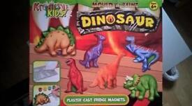 Dinosaur plaster cast set BNIB
