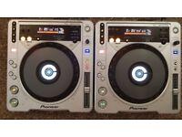 2 x Pioneer cdj 800 mk2 SERVICED cd mp3 dj decks . Fully working