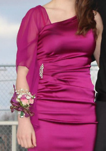 Dress- comes with jewel on the side