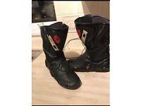 Side cobra size 8 boots