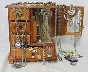 Cash for unwanted Jewelry, gold, silver, costume