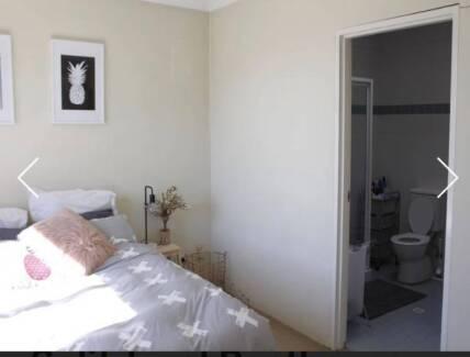 4 week sublet - Large room with en suite