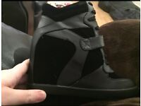 Brand new size 6 ankle boots