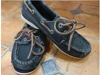 Boys size 10 timberland NAVY boat shoes
