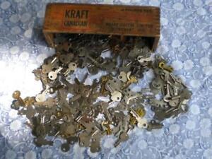 257 clefs vintage antique de valise et coffre bois