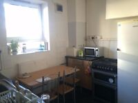 LOVELY TWIN/DOUBLE ROOM IN A FRIENDLY FLATSHARE! WELL CONNECTED AREA IN ZONE 2