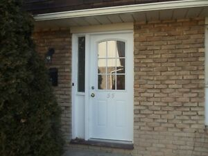END UNIT TOWNHOME AVAILABLE NOV. 1..... ODSP WELCOME