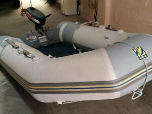 Zodiac inflatable boat  good condition (700$)