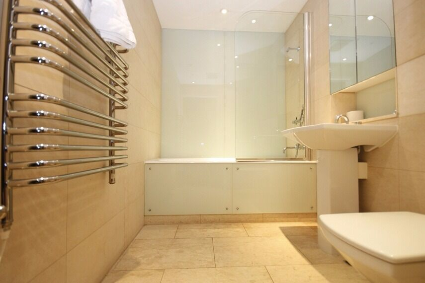 enjoy a convenient location in the heart of London call now on 07432771372