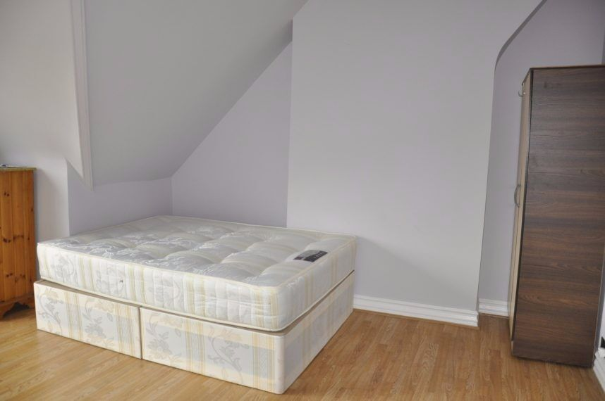 Double studio Short lets Swiss Cottage £275 per week all bills