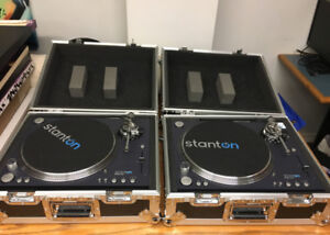 Stanton  Str8-150 - TWO Turntables with Cases