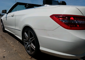 Mercedes-Benz E220 CDI AMG convertible blue efficiency