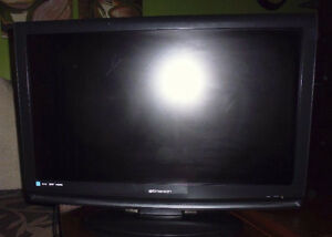 "Xbox one 500gb (Kinect, Controller, Cable) 32"" Emerson LCD TV"