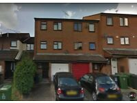 Stunning Large ENSUITE Double Room available for immediate move- £ 650 / MONTH – WATFORD JUNCTION