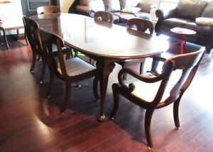 EXQUISITE DINING TABLE AND CHAIRS
