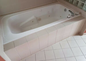 Whirlpool Jacuzzi in excellent condition London Ontario image 1