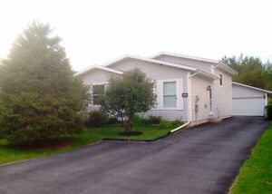 Beautiful back split in sought after location in Timmins