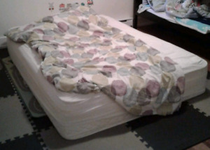 lit double/ double bed