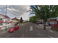 Lovely studio flat on first floor available in Cricklewood, Housing Benefit and DSS accepted.