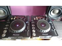 2x Pioneer CDJ1000 MK2s (all cables included)