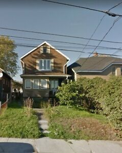 Student Rooms (1 left) For Rent on Oak St - Available Now!