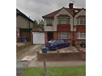 ***PRIVATE DRIVEWAY ON QUIET STREET IN PINNER - 24/7 access*** (3045)