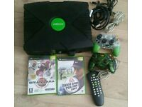 Original Xbox complete consol with 2 games with remote control