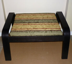 like NEW : Footstool : Bench ..... As shown in pictures ..